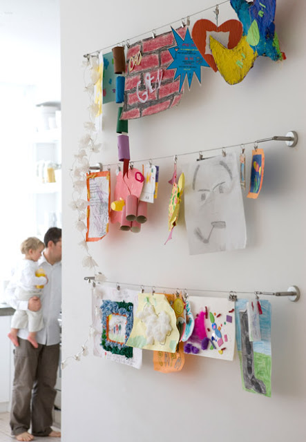 04-kids-creativity-IKEA-curtain-rails-pictures