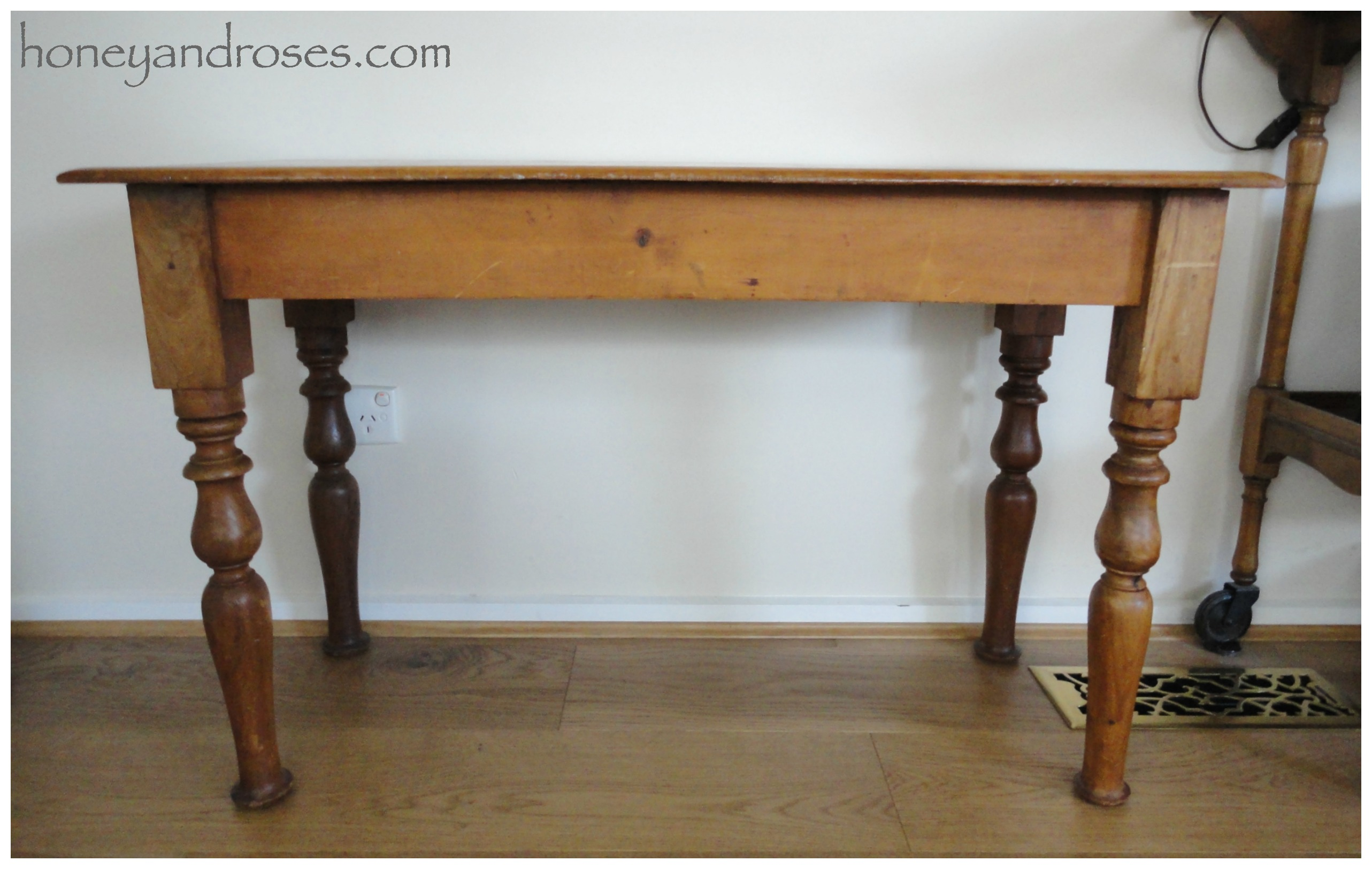 How To Extend The Legs Of A Table | Www.honeyandroses.com